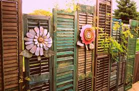 Garden Fence Decor Get Creative With Your Backyard Fence Page 2 Of 2 Neat And