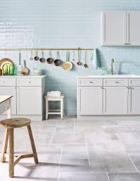 cuisine cagnarde grise cuisine bleu clair 100 images décoration cuisine bleu et bois