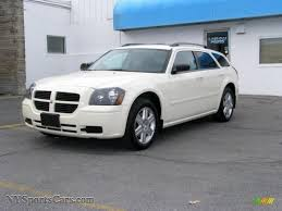 2005 dodge magnum sxt awd in cool vanilla white 579342