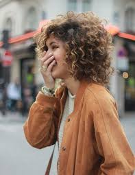 ambre suit curly hair best 25 curly medium hairstyles ideas on pinterest short curly