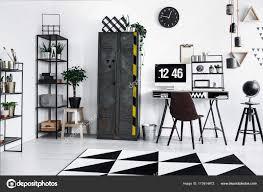 telecharger corbeille de bureau corbeille à papier métallique à côté du bureau photographie