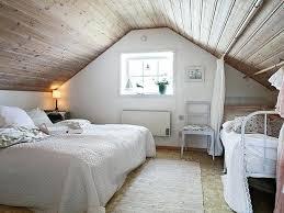 chambre en lambris bois chambre lambris blanc plafond en lambris dans chambre mansardace