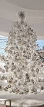 White Christmas Decorations For A Tree by Best 25 Silver Christmas Tree Ideas On Pinterest Christmas Tree