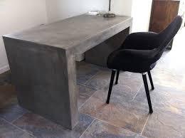 bureau beton ciré bureau ou table design en béton massif allégé ciré pour intérieur