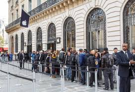 paris apple store paris apple store robbed of more than 1 million in goods cnet
