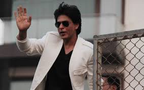 shahrukh khan latest photo with aviator sunglasses