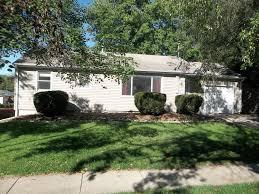 One Bedroom Apartments Iowa City 1313 Keokuk St Lower For Rent Iowa City Ia Trulia
