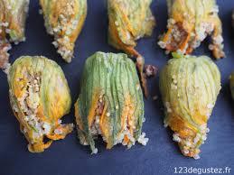 comment cuisiner les fleurs de courgettes fleurs de courgettes farcies quinoa et menthe végétarienne