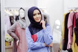 blogger muslimah lulu elhasbu model muslimah yang aktif jadi fashion blogger muslimah