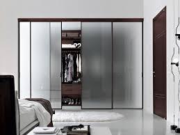 armoire chambre l armoire dressing dans la chambre à coucher moderne