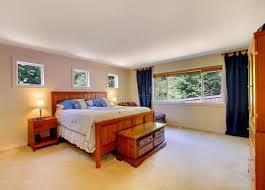 moquette chambre coucher intérieur de chambre à coucher avec la moquette beige et les rideaux