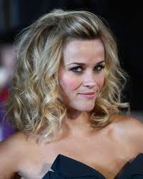 how to pull back shoulder length hair best 25 shoulder length curls ideas on pinterest curl long hair