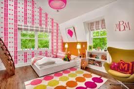 kinderzimmer mit schräge kinderzimmer mit dachschräge einrichten mädchen rosa bunt tapeten