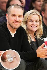 reese witherspoon engagement ring check out reese witherspoon s engagement ring instyle