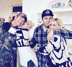 gwen stefani thanksgiving with shelton family gives