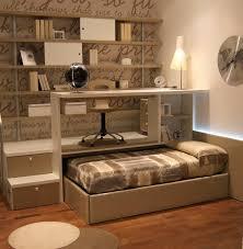 bureau gigogne bureau en bois contemporain avec lit gigogne pour enfant