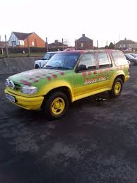 jurassic park car jurassic park ford explorer 1997 4 0 v6 auto green red yellow in