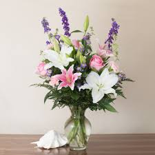 White Roses In A Vase Honolulu Florist Flower Delivery By Watanabe Floral