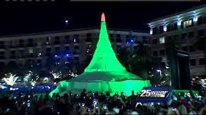 palm tree christmas tree lights giant sand christmas tree lights up west palm beach youtube