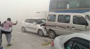 video fog smog makes cars crash crazy pile up on yamuna
