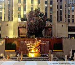 Ny Topiary - daily what there is a giant topiary of a pony dinosaur at