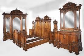 chambre à coucher italienne chambre à coucher italienne en noyer de style néo renaissance