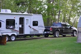jeep hauling trailer 2100 km 1300 mi trip towing 7 000lb travel trailer to the rockies