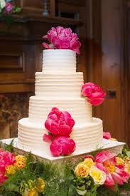 wedding cake mariage inspiration pour un mariage fuchsia le wedding cake le gâteau