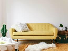 canap jaune 20 fauteuils et canapés jaunes pour le salon joli place
