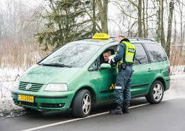 teal green car rytinio reido vilniuje metu įkliuvo taksi vairuotojas delfi