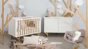 aménagement chambre bébé chambre de bébé pas cher deco fille collection avec place du lit