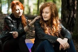 femme de chambre lesbienne amie rebelle de fille et de lesbienne photo stock image du soeurs