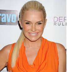 yolanda fosters hair real housewife yolanda foster debuts new bob hairstyle for 50th