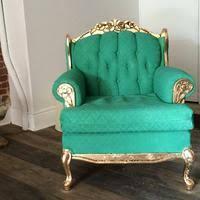 peinture canapé cuir remettre un vieux fauteuil au goût du jour avec de la peinture