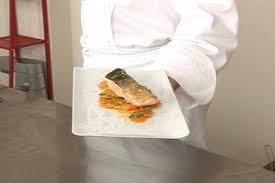 cuisiner pav de saumon poele recette de pavé de saumon poélé sifflets de carottes fondantes au