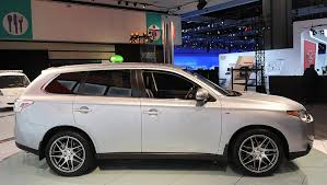 white mitsubishi outlander the all new mitsubishi outlander has landed auto moto japan bullet