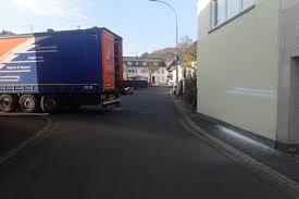 Polizei Bad Schwalbach Pol Pdkh Lkw Festgefahren Und Haus Gestreift Pressemitteilung