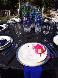 show me your table place settings for a buffet dinner wedding