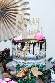 Winter Wedding Cakes 16 Stunning Winter Wedding Cakes Too Beautiful To Eat U2022 Mrs2be