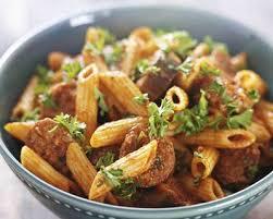 cuisiner des saucisses recette pâtes aux saucisse et tomate facile rapide