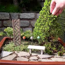 Garden Bench With Trellis May 2010 The Mini Garden Guru From Twogreenthumbs Com