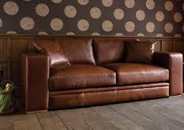 canapé en cuir marron comment nettoyer un canapé en cuir conseils et photos