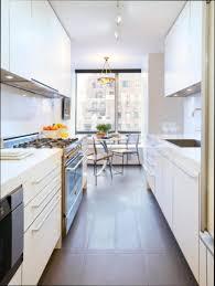 cuisine etroite cuisine etroite et longue meuble cuisine comment aménager une
