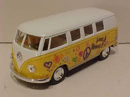 volkswagen van hippie world famous classic toys vw volkswagen bus 1 32 scale vw microbus