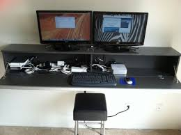 Computer Desks For Small Spaces by Best 20 Wall Mounted Computer Desk Ideas On Pinterest Laptop