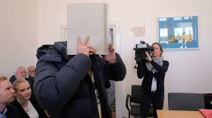 Polizeibericht Baden Baden Polizisten Geschockt Gaffer Feuern Lebensmüden An News Inland