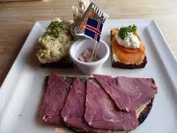 cuisine typique cuisine typique islandaise avec dégustation de requin fermenté