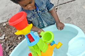 step 2 water works water table step2 water works water table review providing splashes and