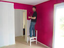 mur cuisine framboise cuisine blanche mur framboise exemple cuisine peinture mur