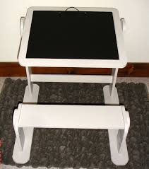 bureau tableau petit bureau enfant avec ardoise et tableau magique atelier